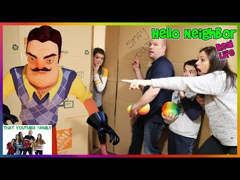 Hello Neighbor Real Life Statues In A Huge Box Fort Maze! / That YouTub3 Family (видео)