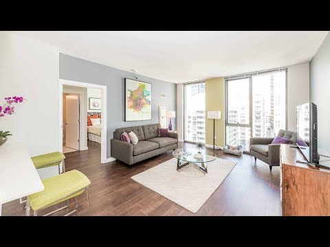 A split layout, 2-bedroom, 2-bath on the River North / Gold Coast border