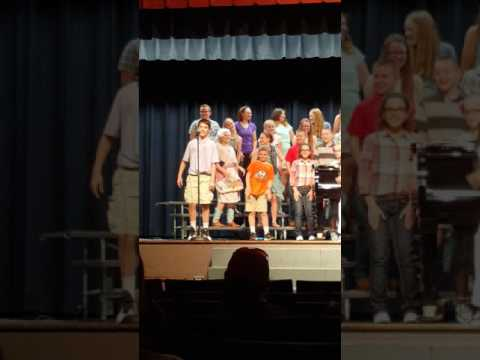 Kids at concert funny solo MUST WATCH!