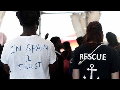 Verschärfte EU-Asylpolitik: Tusk warnt Rettungsschiff ...