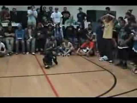 Niño de 6 años bailando break dance