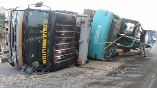 Video Excavator Accident Kobelco SK200  Fuso Self Loader Truck  Heavy Recovery MP3, 3GP, MP4, WEBM, AVI, FLV Juni 2018