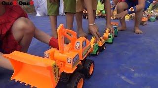 Video Backhoe Loader for Children Backhoe vs Excavator, Bulldozer, Toy Trucks Video Superheroes Baby download in MP3, 3GP, MP4, WEBM, AVI, FLV January 2017