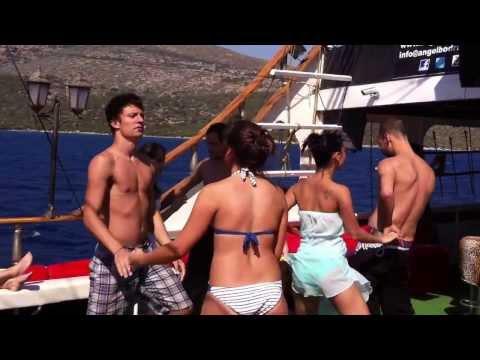 black-angel-korsan-teknesinde-salsa-show