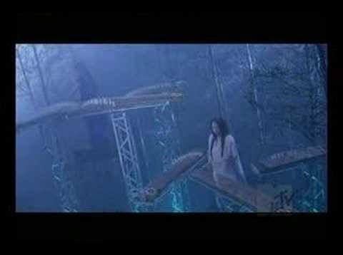 rin - 「日本の女子十二楽坊」と呼ばれる和楽器三人組み「凛」の初のシングル曲.