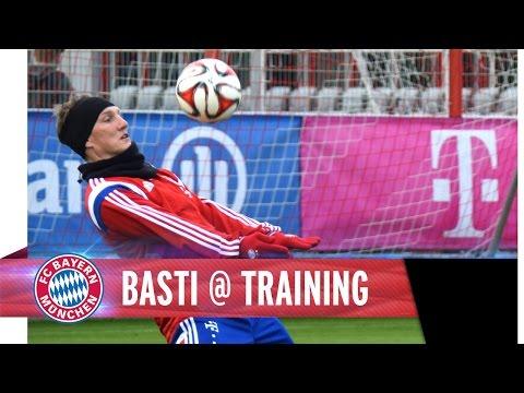 Training - Bastian Schweinsteiger wieder am Ball - Dribbeln, Pässe, Torschuss. Gib weiter Gas, Fußballgott!