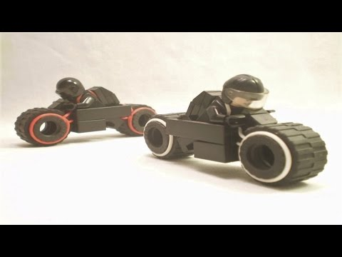 Lego TRON: Legacy - Sam Flynn, Rinzler, and their Lightcycles