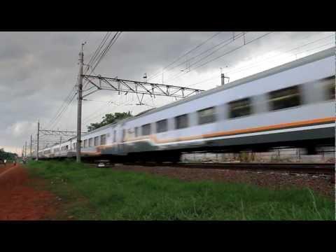 Taksaka (Yogyakarta-Jakarta) entering Cakung Station