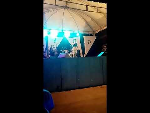 SÚELIA NÉRIS LOUVANDO A DEUS EM AIQUARA.