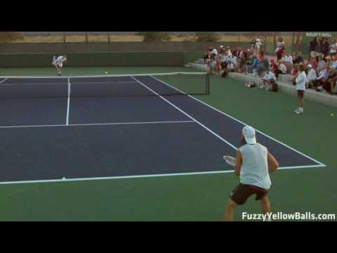 Ferrer practicando sus saques
