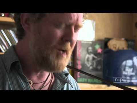 Glen Hansard: NPR Music Tiny Desk Concert (видео)