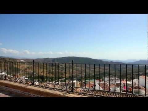 Casarabonela HD: Villa blanca bañada por el agua. Provincia de Málaga y su Costa del Sol
