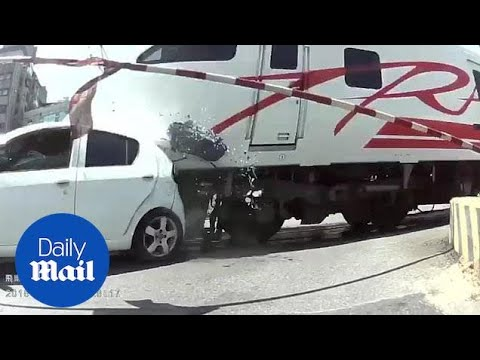 Οδηγός κοιμήθηκε την ώρα που περνούσε από διάβαση τρένων