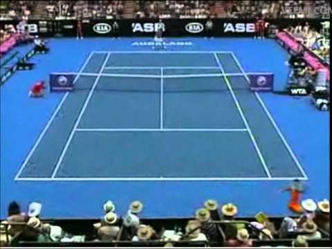 La victoria de Yanina Wickmayer ante Shuai Peng en Auckland 2011