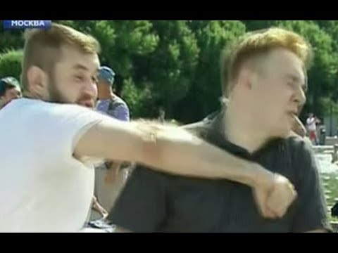 Корреспондент НТВ получил по лицу от десантника в прямом эфире