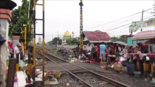 Video TANPA AMPUN!!, Kereta Bima Ngebut Buanter di Pasar Waru MP3, 3GP, MP4, WEBM, AVI, FLV Oktober 2017