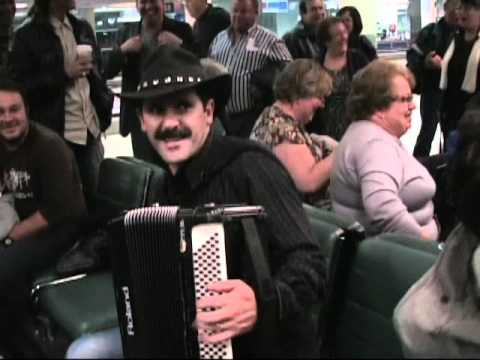 At Airport with Eduardo Mourato, waiting for the Sata. (видео)
