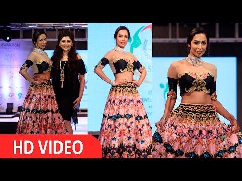 Malaika On Ramp For Archana Kochhar 'Ssja Silver Nite Fashion Show