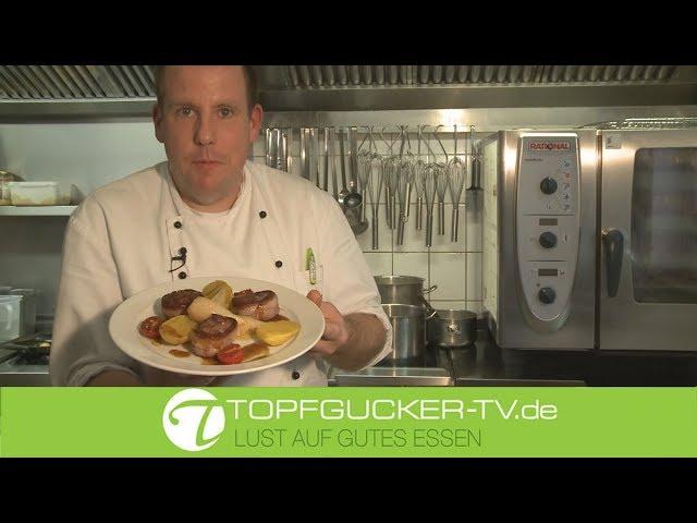Rehmedaillons im Speckmantel   glasierten Teltower Rübchen   Rosmarinkartoffeln