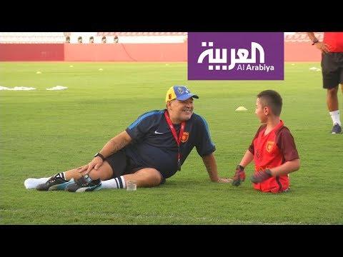 العرب اليوم - شاهد: الأرجنتيني مارادونا يحقق حُلم طفل مبتور القدمين