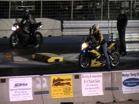 yamaha r1 vs suzuki gsx-r - drag race!