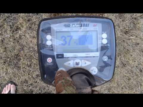 Metal Detecting in my yard with the Minelab Safari