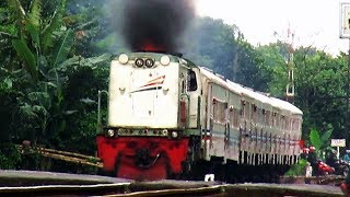 CC 203 03 melayani perjalanan kereta api lokal bandung raya