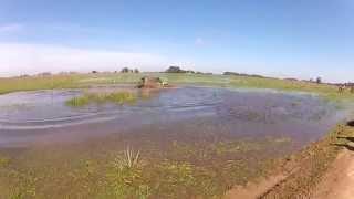Novo Troller dando uma mergulhada na 9° Travessia Internacional Del Chuy 2014. Trilha disponível nos link abaixo: http://www.wikiloc.com/wikiloc/view.do?id=8...