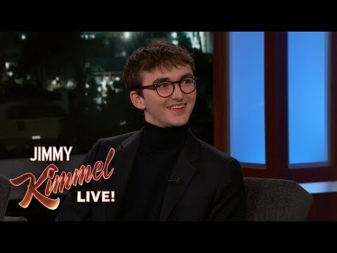 Isaac Hempstead Wright on Game of Thrones Spoilers & Bran& 39;s Creepy Stare