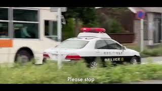 Typ na skuterze kontra policjanci w radiowozie. Pięknie się z nimi zabawił