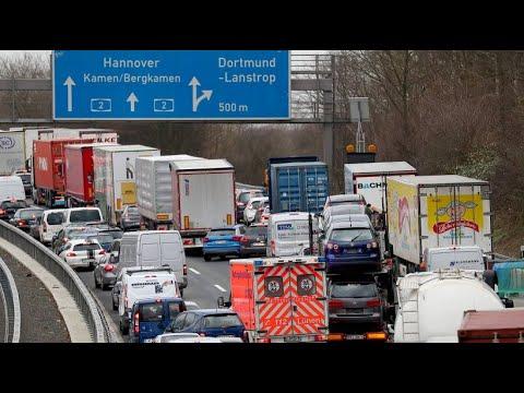 Gegen Verkehrssünder: Polizei in Nordrhein-Westfalen  ...