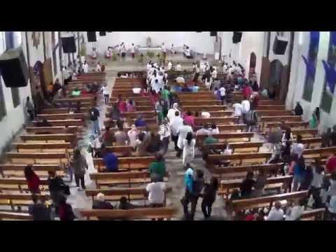 Igreja Lotada Procissão de Corpus Christi