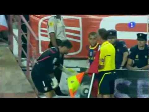 Cười đau ruột với những pha hài hước trong bóng đá
