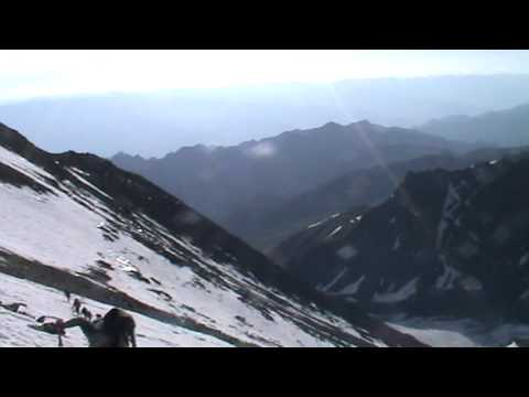 The traverse on the snow to the Stok Kangri ridge