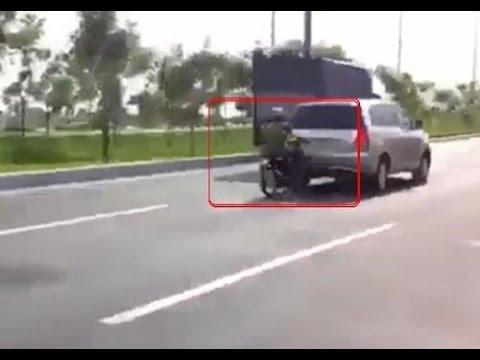 duaxe - Quái xế đua xe ở Sài Gòn húc vào đít xe tải. Kết quả một cuộc đua xe tai nạn 2014.