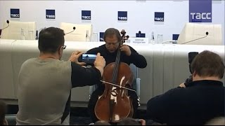 Ролдугин сыграл в ТАСС на виолончели Страдивари, которую приобрел для России