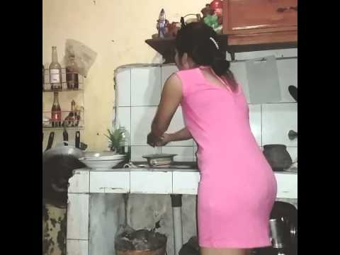 Lagi Ngintip cewe sexy di dapur ke pergok