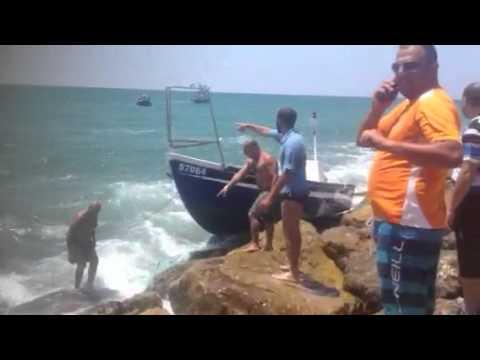 דולפינריום - חילוץ סירת דייגים מהמזח.