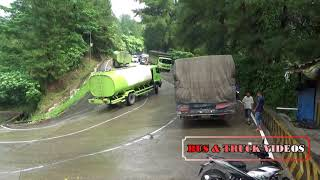 Video TRUCK BANCI SLIP SAMPE NABRAK PEMBATAS JALAN MP3, 3GP, MP4, WEBM, AVI, FLV September 2018