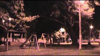 Este es otro espectro más capturado en un parque de la ciudad de Guatemala, vean cómo una sombra pasa tras los objetos del mismo y desaparece inmediatamente.
