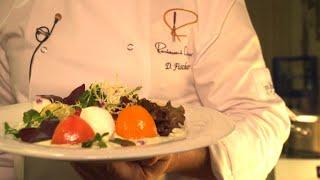 Bunte Tomaten mit Mozzarella und einem feinen Basilikum-Joghurt-Dressing | Daniel Fischer bei Topfgucker-TV