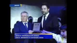 Fenerbahçe Gecesinde Hüseyin Samut Aziz Yıldırım Dan Plaket Alıyor