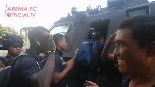 Download Video DIBALIK ARENA: Poin Spesial Arema FC dari Surabaya MP3 3GP MP4
