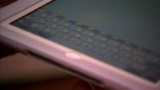 遂にタッチパネルをハードキーボードにできるケースが登場!手持ちのiPadでもできるようです。浮き上がる仕掛けが凄い!