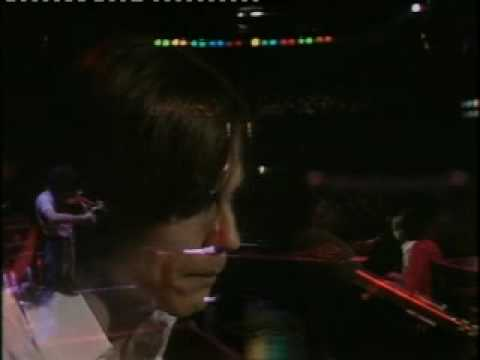 Dancer - BBC Old Grey Whistle Test 1976 With David Lindley Keep a fire burning in your eye Pay attention to the open sky You never know what will be coming down I don...