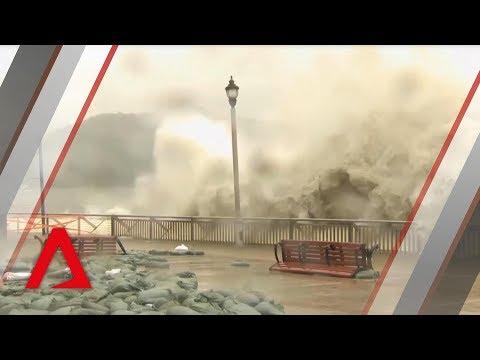Typhoon Mangkhut hits Hong Kong