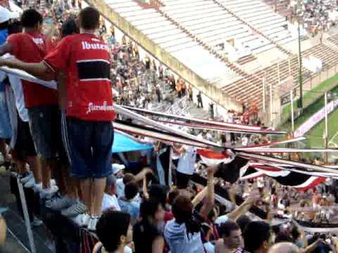 Video - Chacarita en el estadio militar de Buracán (Entretiempo) - La Famosa Banda de San Martin - Chacarita Juniors - Argentina