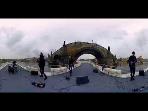 Support Lesbiens zpívají na novém dvojalbu i česky: K písni K.I.D. natočili 360° video