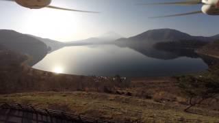 ドローンでテイクオフ 本栖湖からの富士山