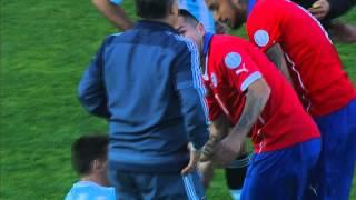 VIRAL: Fútbol: Medel patea a Messi en el estómago, copa america 2015, lich thi dau copa america 2015, xem copa america 2015, lịch thi đấu copa america 2015, copa america 2015 chile